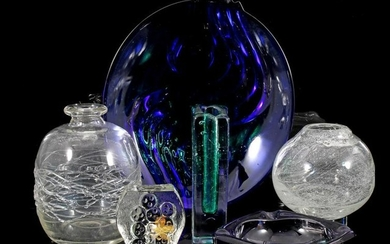 2 decorated clear glass vases