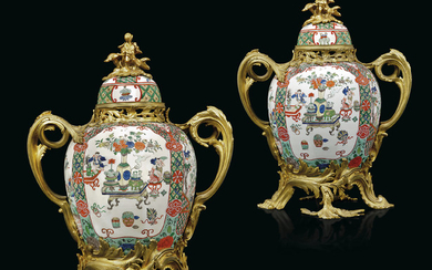 A PAIR OF FRENCH ORMOLU-MOUNTED SAMSON PORCELAIN VASES AND COVERS, LATE 19TH/EARLY 20TH CENTURY