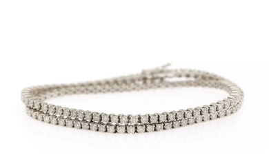 A double diamond bracelet set with numerous brilliant-cut diamonds weighing a total of app. 5.20 ct., mounted in 18k white gold. TW-W/SI-P. L. 34 cm.