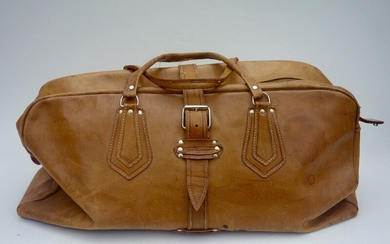 A patinated leather travel bag. 1950–60s. H. 35 cm. L. 70 cm. D. 20 cm.