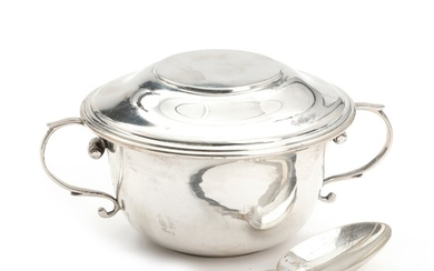 An early 20th century English three piece sterling silver child's set. Weight app. 264 gr. Bowl H. 6. Diam. 11 cm.
