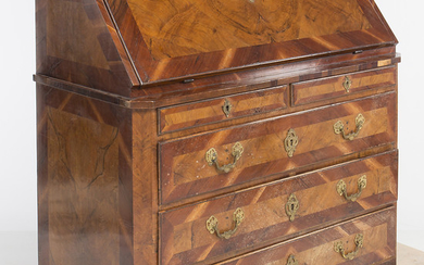 Catalan Charles IV filing cabinet in walnut and walnut root, last quarter of the 18th Century.