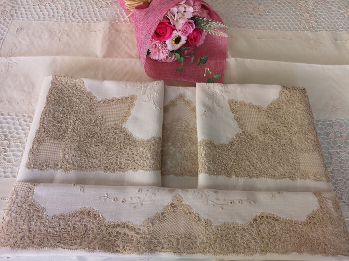 Charming sheet in pure linen Cantù embroidery by hand - Linen - AFTER 2000