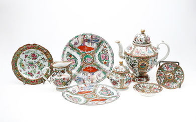 Chinese tea set in Canton porcelain, late 19th Century.
