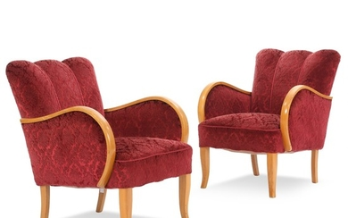 Danish cabinetmaker: A pair of easy chairs of elm. Seat and back upholstered with red patterned plush. (2)