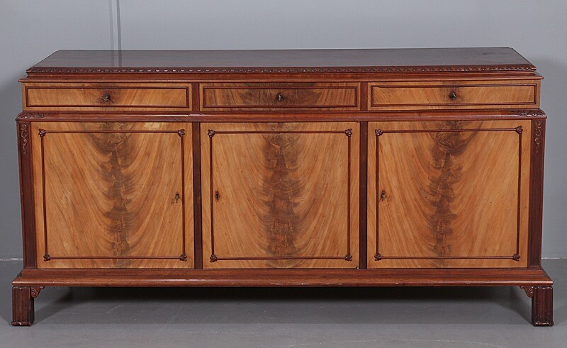 Danish cabinetmaker: Sideboard of mahogany with profiled legs, front with three doors and three drawers. H. 90 cm. W. 187 cm. D. 60 cm.