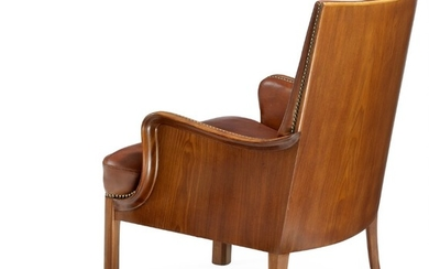 Frits Henningsen: Armchair with profiled Cuban mahogany frame with curvy armrests and hind legs. Upholstered with patinated brown leather.