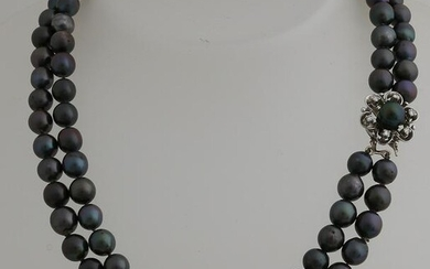 Necklace of 2 rows of dark gray cultured pearls