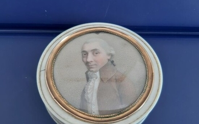 Portrait miniature, Tobacco box - Gilt, Ivory, Tortoiseshell - Late 18th century