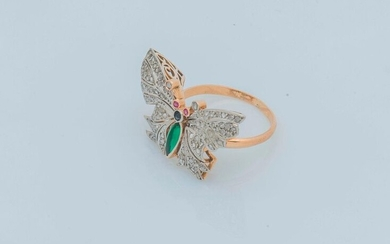 Ring in 18 karat yellow gold (750 thousandths) adorned with a butterfly, the body in green shuttle-shaped glass, the head blue, the eyes pink, its wings entirely set with rose-cut diamonds.