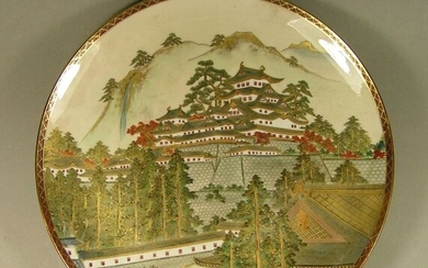 Saucer - Satsuma - Earthenware - Castle - A marked Satsuma saucer decorated with a large castle, ca 1900 - Japan - Meiji period (1868-1912)