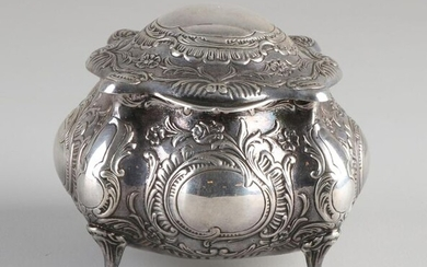 Silver box with lid, 830/000, contoured square model richly decorated with lobes, curls, flowers and cartouches. Placed on 4 legs. Equipped with a hinged lid. MT .: GEWE Silvervarufabriken AB, Malmö Sweden. Jl .: K9: 1960. 8.5x8.5x8cm. about 245 grams...