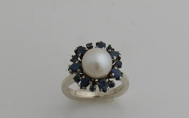 White gold ring, 585/000, with pearl and sapphire.