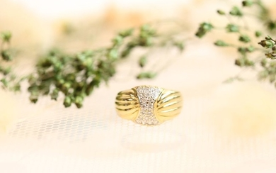 Yellow and white gold ring with a gadroon...