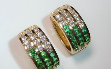 18 kt. Yellow gold - Earrings, 11.5 grams - 2.50 ct Emeralds, 1.0 ct. Diamonds / brilliant cut