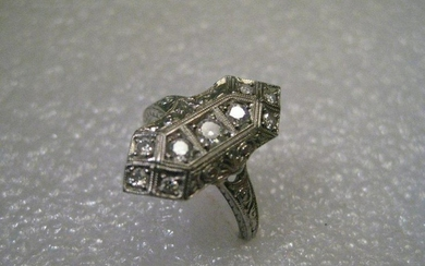 18kt White Gold Art Deco Diamond Ring Engagement Ring