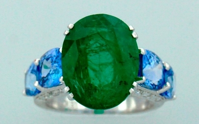 7.50-ct EMERALD 4.0 cts SAPPHIRE WHITE GOLD RING