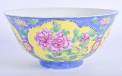 A CHINESE FAMILLE ROSE PORCELAIN BOWL 20th Century. 14