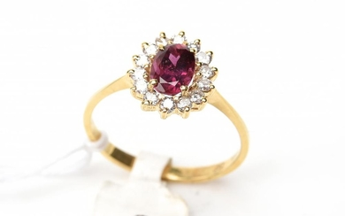 A RUBY AND DIAMOND CLUSTER RING IN 18CT GOLD, SIZE M