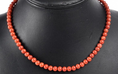A STRAND OF DYED CORAL BEADS MEASURING 8.80MM, TOTAL LENGTH 42CMS
