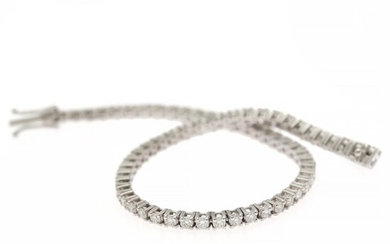 A diamond bracelet set with numerous brilliant-cut diamonds weighing a total of app. 2.85 ct., mounted in 18k white gold. H/VS. L. app. 17.5 cm.