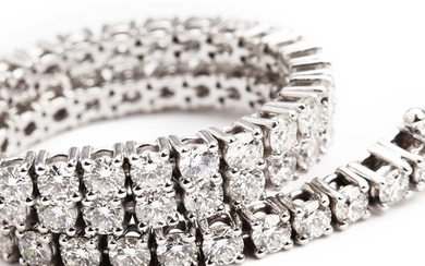A diamond bracelet set with numerous brilliant-cut diamonds weighing a total of app. 5.21 ct., mounted in 18k white gold. G-H/SI-P1. L. app. 18.5 cm.