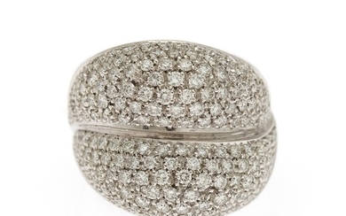 A diamond ring set with numerous brilliant-cut diamonds totalling app. 2.40 ct., mounted in 18k white gold. Size app. 56.