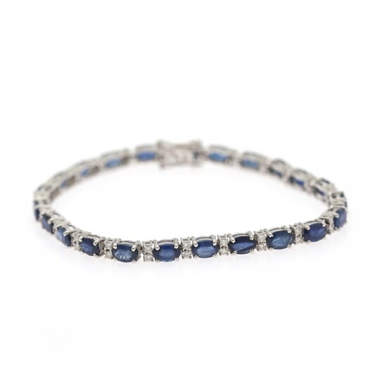 A sapphire and diamond bracelet set with numerous sapphires and diamonds, mounted in 14k white gold. L. 18.5 cm.