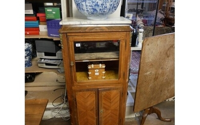 AN EARLY 20TH CENTURY FRENCH ROSEWOOD AND WALNUT VITRINE Wit...