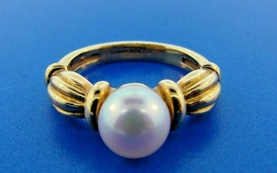 CLASSIC Tiffany & Co. 18k Yellow Gold & Pearl Ring