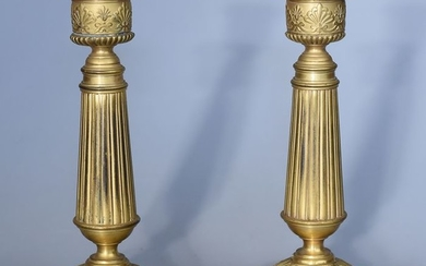 Cailar Bayard - Pair of candlesticks - Signed (2) - Louis XVI Style - Bronze (gilt) - Late 19th century