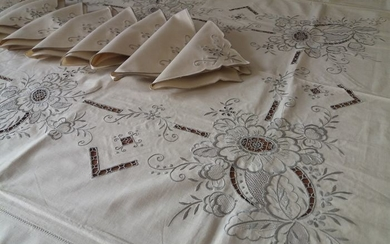 Fine tablecloth with Madeira embroidery - Linen - 1950
