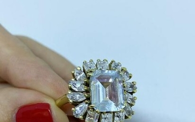 Gold diamond ring with white sapphire and 14 diamonds