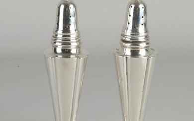 Pair of silver spreaders, 925/000, on a round base with