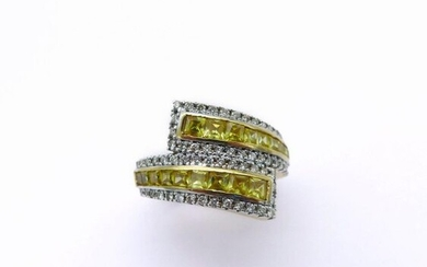 RING in 18K yellow gold holding a succession of brilliant-cut diamonds and two lines of princess cut yellow sapphires. French work. Total weight of diamonds: 0.61 carat Total weight of sapphires: 2.14 carats. TDD: 53. Gross weight : 9.17 gr. A sapphire...