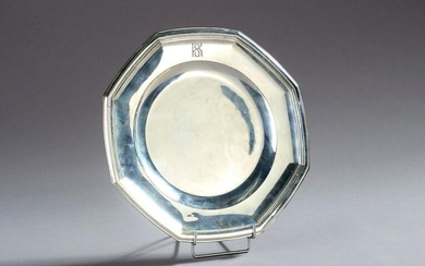 Round and oval platter with silver cut sides. Figures RS.
