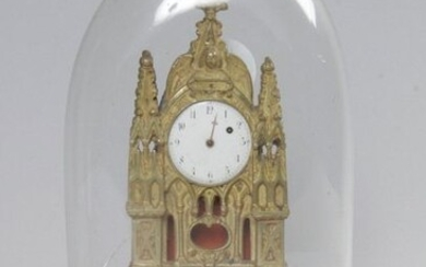 SMALL CATHEDRAL HANGING, in gilt bronze and sheet metal, white enamelled watch face with Arabic numerals, (one eguille is missing) It rests on a red velvet base. Under globe (damaged). 19th century. (Without guarantee of functioning, no key) H : 16 cm...