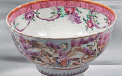 Small porcelain bowl. 18th century. Contoured shape, decorated with the enamels of the Rose Family, outside a revolving scene of fox hunt, inside a frieze of flowers and Greek frieze braid, grit.