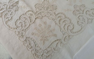 Spectacular!! pure linen tablecloth x 12 with hand Intaglio and Full Stitch embroidery - 265 x 175 cm - Linen - 21st century