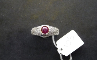 Two-tone 18K (750/oo) gold ring centered on a round ruby...