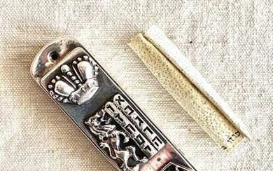 judaica - A museum Quality Jewish mezuzah with the original scroll on parchment- .999 silver - Henryk winograd - North America - Late 20th century