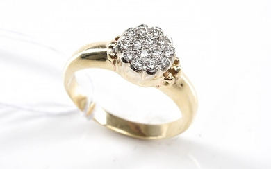 A DIAMOND DRESS RING TOTALLING 0.12CTS, IN 9CT GOLD, SIZE P, 4GMS