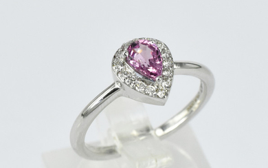 A PINK SAPPHIRE RING