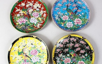 A SET OF FOUR JAPANESE 20TH CENTURY PORCELAIN DISHES,