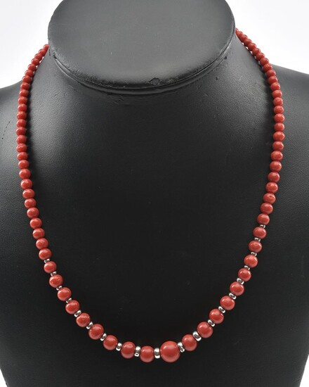 A STRAND OF CORAL BEADS WITH 14CT WHITE GOLD SPACERS AND A DIAMOND SET BALL CLASP IN 14CT WHITE GOLD, TOTAL LENGTH 510MM