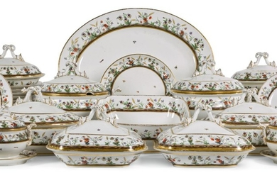 AN ENGLISH AND FRENCH PORCELAIN COMPOSITE PART DINNER SERVICE, CIRCA 1810