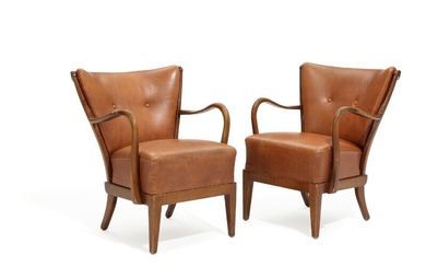 Alfred Christensen: A pair of beech easy chairs, upholstered in seat and back with patinated leather. Manufactured by Slagelse Møbelværk. 1940s. (2)