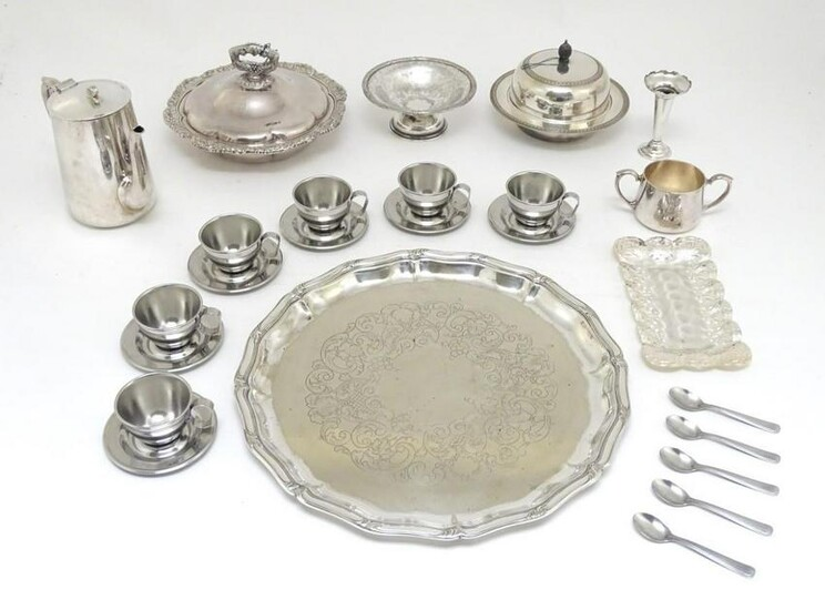 Assorted silver plated wares, to include serving dish