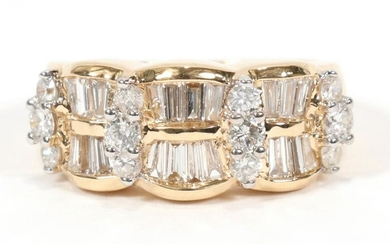 BAGUETTE & ROUND DIAMOND, 14KT YELLOW GOLD RING