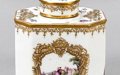 Tea caddy, Samson, Paris, 19th century, flattened octagonal shape with a round stopper, polychrome painting with Watteau scenes and Kauffahrtei scenes on the wall, decorative gilding, h. 12 cm